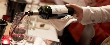 法国葡萄酒 - 葡萄酒礼仪之如何斟酒与敬酒?Comment servir le vin ?